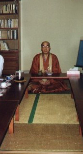 Sakiyama Sogen Roshi with visitors